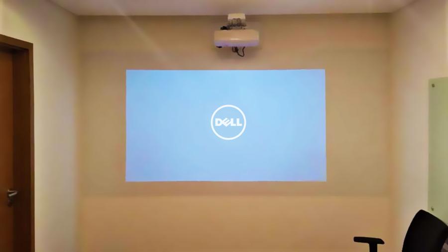 Quadro com película para projeção e escrita aplicada direto na parede